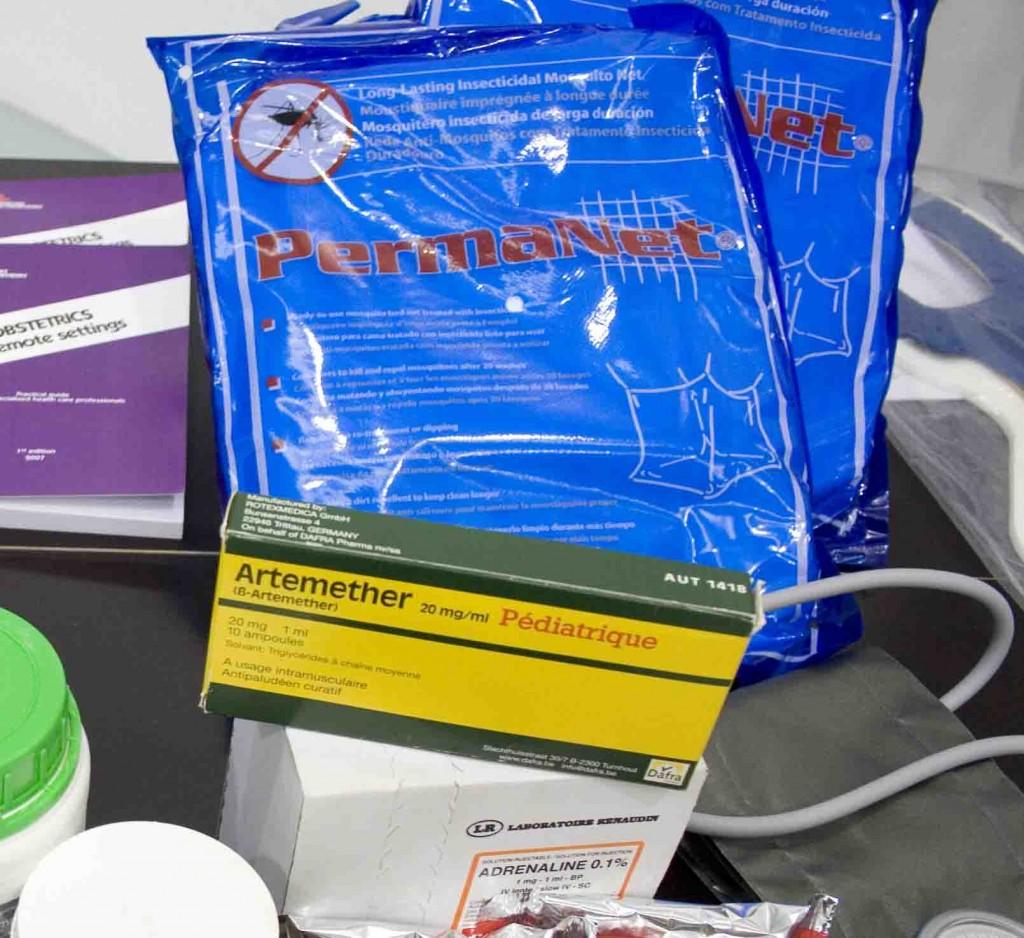 El Área Logística Humanitaria de Farmamundi (ALH) suministra mosquitares, un producto asequible y de fácil utilización en cualquier parte del mundo.